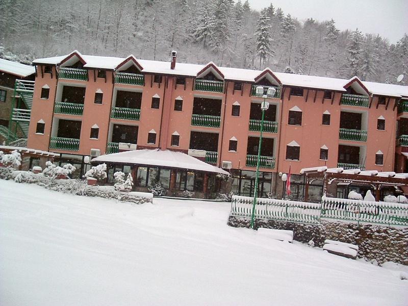 Vista dell hotel attachment villaggio palumbo sila for Villaggio palumbo